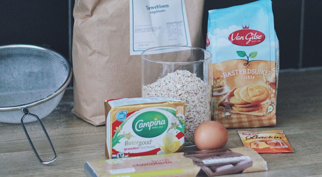 The ingredients you need to make your own oat cookies
