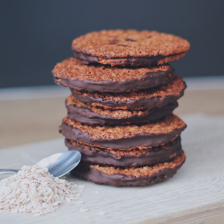 Oat cookies with chocolate