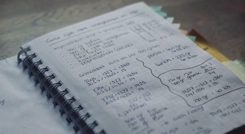 De formule om eenvoudig koolhydraten te tellen met eenpansgerechten
