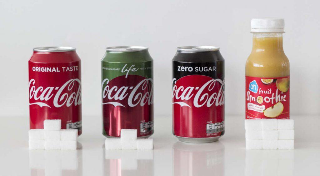Een vergelijking tussen de hoeveelheid suiker in een sapje en cola